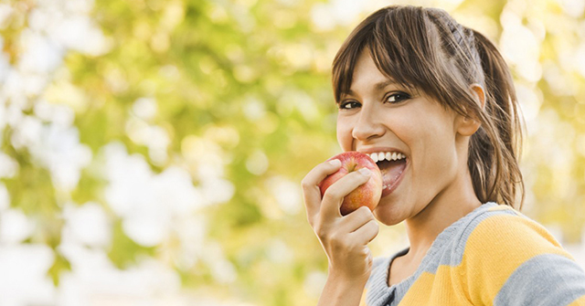 Active8me The Wondrous Benefits of Losing Your Love Handles girl eating apple