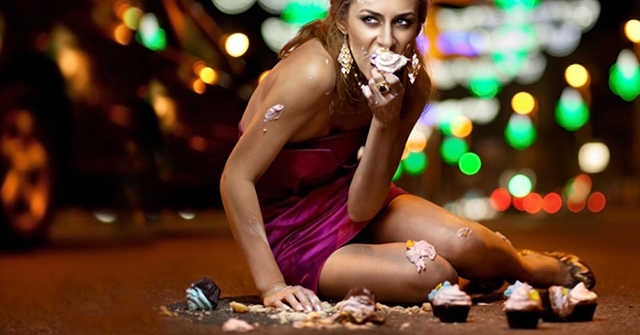 Active8me why diet cheat days does more harm than good woman sitting on road overeating