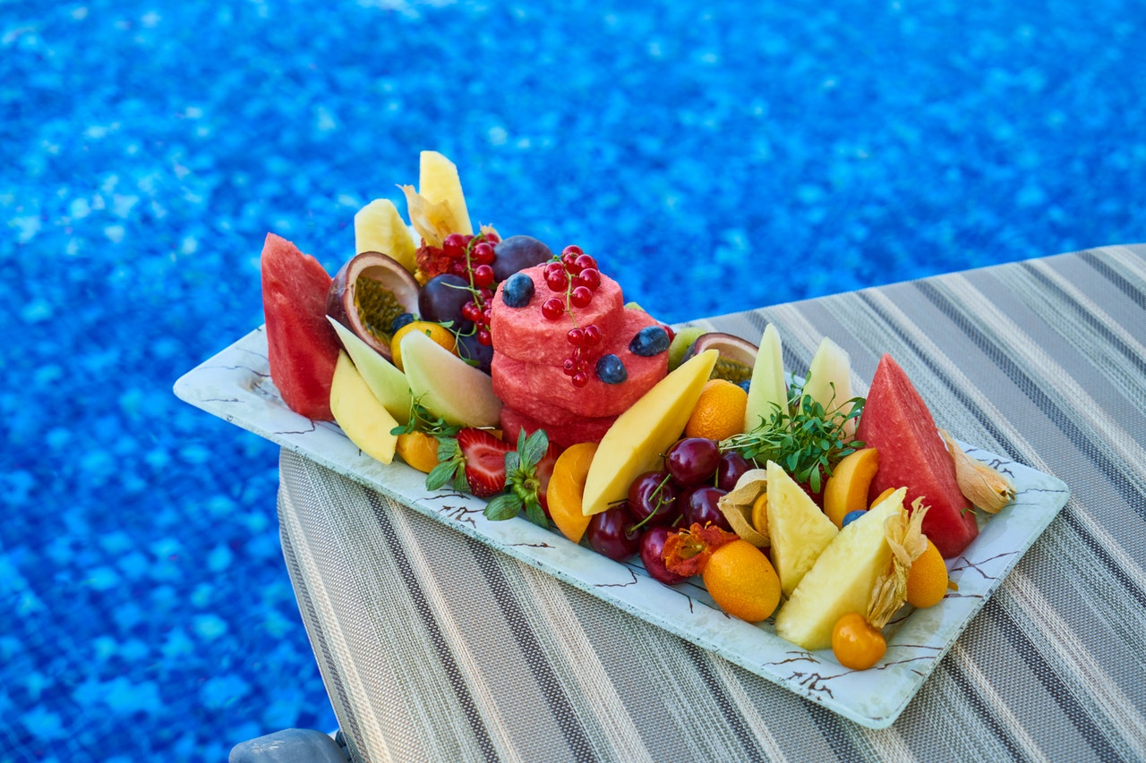 Active8me 10 Simple Ways to Have a Healthy Vacation Fruit platter